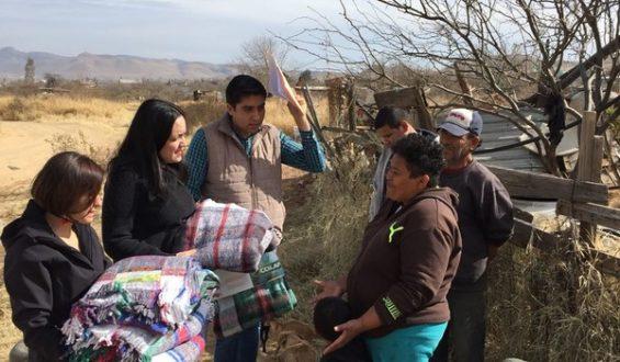 Entrega Gobierno Municipal de Chihuahua cobijas a personas en situación de vulnerabilidad