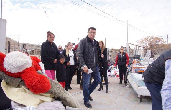 Acude Presidente Municipal Cd. Juárez, Chih. a colonia Siglo XXI donde seis familias perdieron sus viviendas en incendio