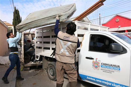 Retira Gobierno Municipal más de 5 toneladas de basura y vacuna a 70 mascotas en Nuevo Paraíso