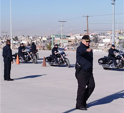 Capacitan a 15 policías municipales en manejo de motocicletas