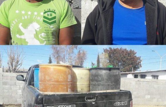 Agentes Investigadores capturan a sujetos con mil 400 litros de gasolina en Ojinaga, Chih.
