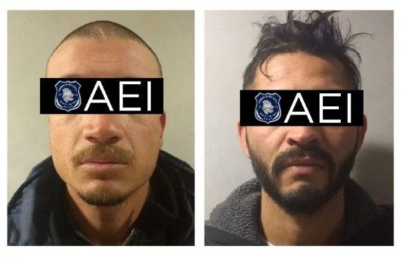 Detienen a dos probables narcomenudistas