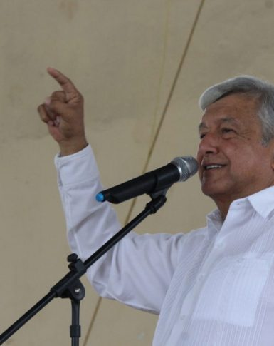 AMLO se registra como candidato a la Presidencia de la República ante el INE (VIDEO)