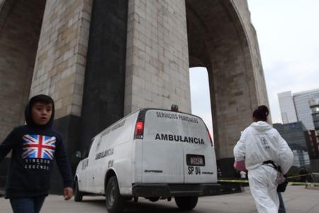 Muere persona tras arrojarse del mirador del Monumento a la Revolución