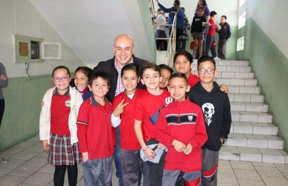 Atiendediputado La Torre invitación de alumnos de la primaria Niños Héroes