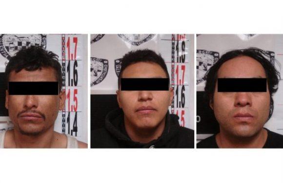 Dictan prisión preventiva a tres acusados de robar un taxi a mano armada