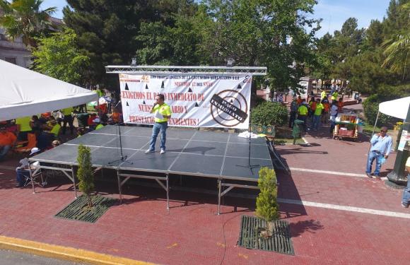 """Al grito de """"no pedimos limosna"""" continua la protesta de docentes de la Seccion 42 del SNTE"""
