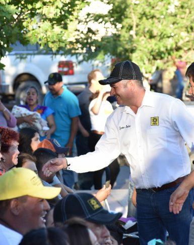 Intensifica su campaña a la diputacion federal Javier Mendoza