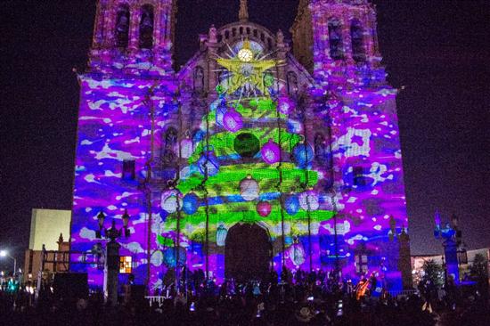 Disfrutan cientos de chihuahuenses inauguración de Navidad en la Ciudad