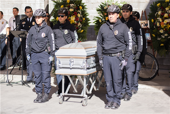 Rinde homenaje a policia municipal que fallecio el fin de semana