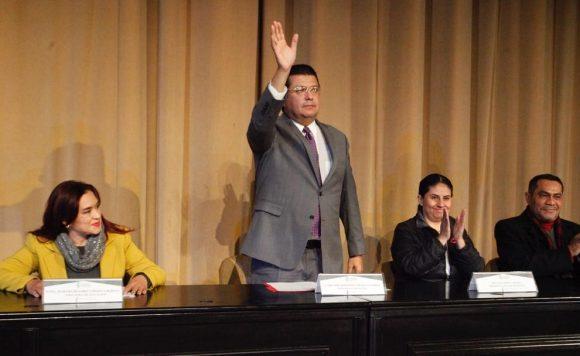 Juarez | Encabeza Armando Cabada entrega de becas escolares