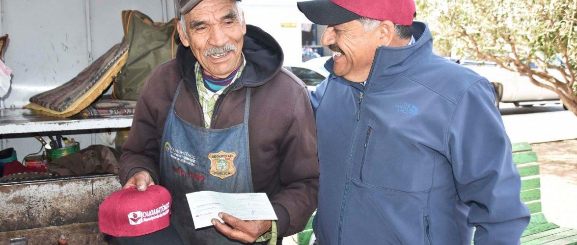 Cuauhtémoc | Beneficia Carlos Tena a boleros con micro créditos