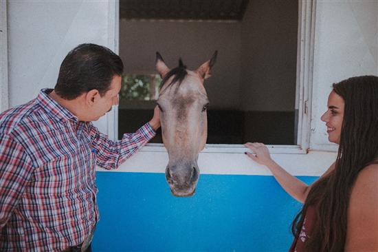 Recibe Centro Municipal de Equinoterapia caballo donado por el Alcalde de Madera