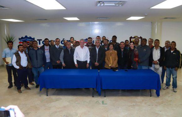#Torreon   Agradecen materialistas apoyo del municipio de Torreon para regularizar su actividad