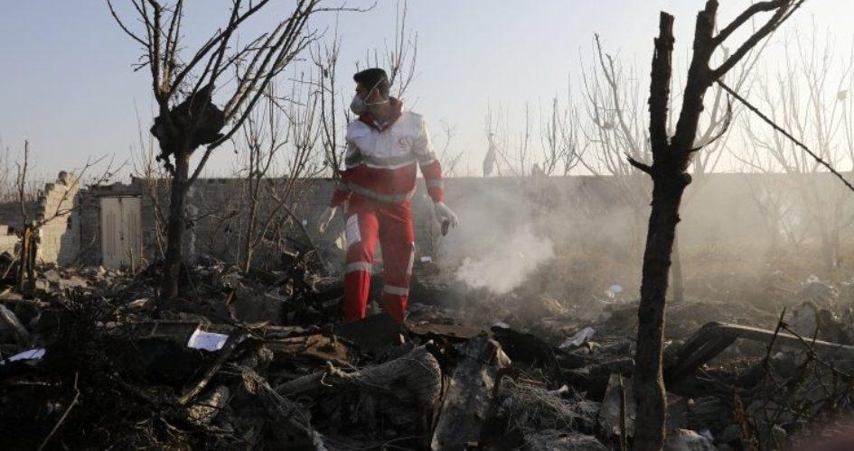 Cae avión con 176 pasajeros en Irán; nadie sobrevive