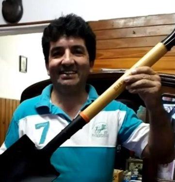 Hombre devuelve dinero equivalente a mas de medio millón de pesos, lo recompensan con una pala