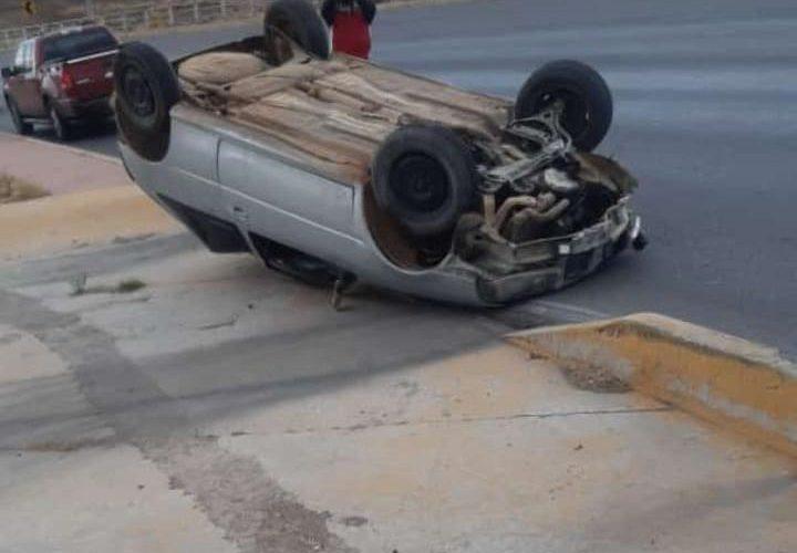 #Chihuahua | Vuelca vehículo en el R. Almada