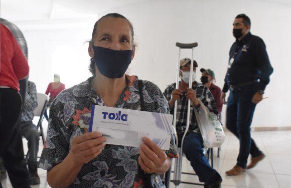 Chihuahua | Reciben sus becas de 1,343 pesos, 281 personas mayores o con discapacidad