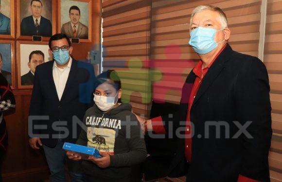 #Cuauhtémoc | Apoyo presidencia municipal con 95 tabletas a niños de escasos recursos