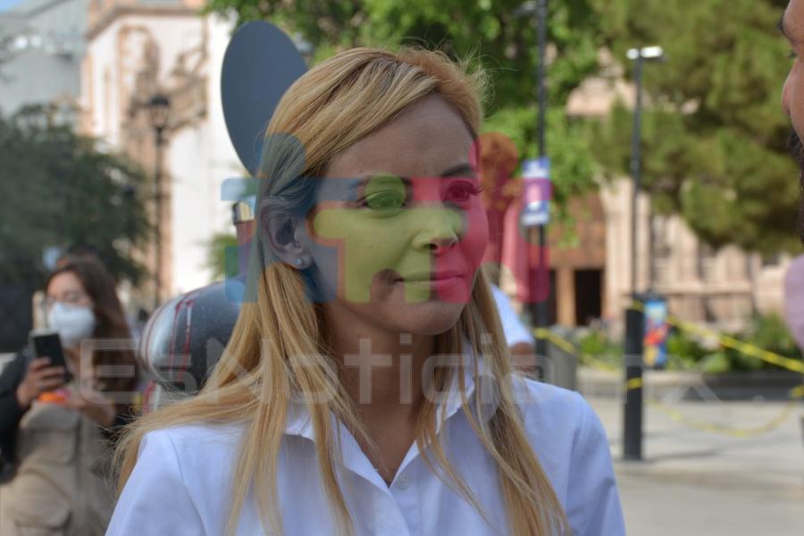 Desea Paola Arroyo un feliz al a los maestros en su día