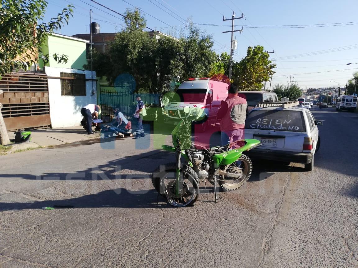 Le cierran paso a motociclista y provoca choca en la Misión de Santa Bárbara